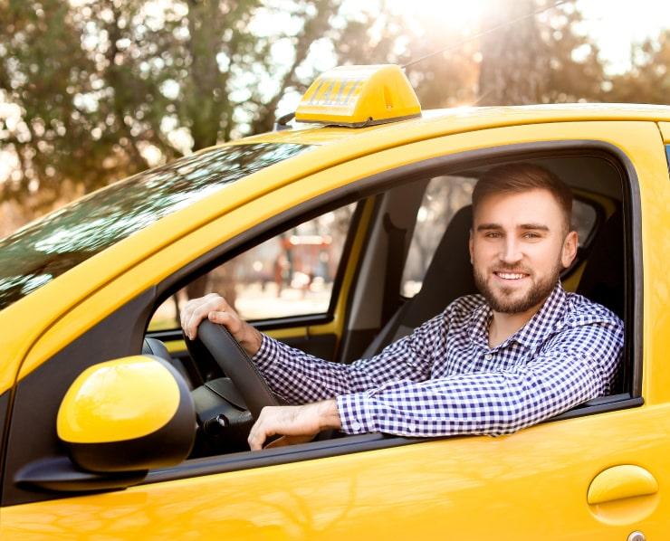 Услугам пассажирских перевозок и такси